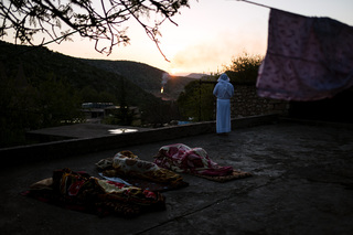 "19/04/2017 - Lalish, Iraq During sunrise an attendant of the Yazidi New Year Carşema Sor starts his day with a prayer in Lalish. At dawn and dusk, the Yazidis turn to the sun and speak their prayers. The prayers are called ""dua"" and there are certain prayer times for morning, evening and other occassions like religious festivals etc."