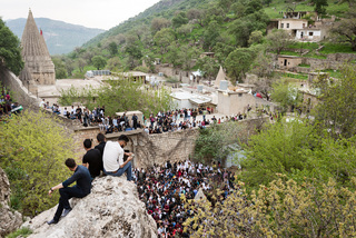 "18/04/2017 - Lalish, Iraq: During the ""Carşema Sor"" New Year festival thousands of people make a pilgrimage to the central sanctuary of the Yazidis. Every Yazidi should make a pilgrimage to Lalish at least once in his lifetime."